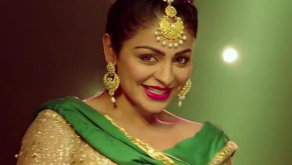 Neeru Bajwa Gold Kurti And Green Trouser Look Laung Laachi Style