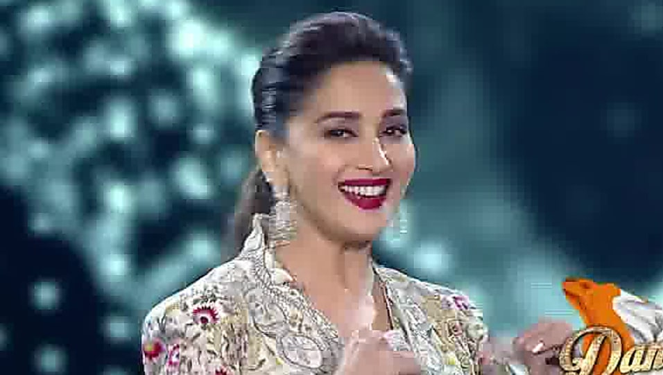 Madhuri Dixit Off White Anarkali Look Kishen Makes Madhuri Dixit Cry