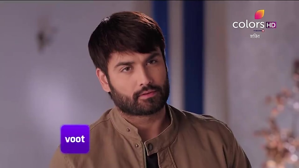 Vivian Dsena Silver Kada matching with look from Promo, Shakti