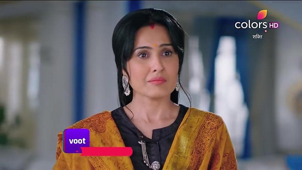 Kamya Punjabi Silver Dangler matching with look from Promo