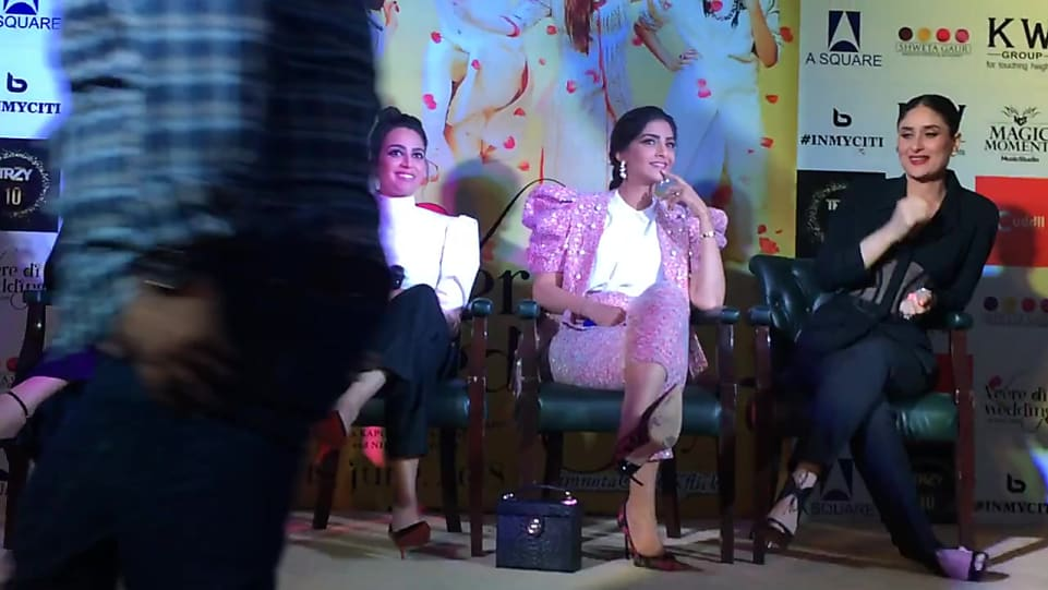 Veerey Di Wedding.Kareena Kapoor Khan Matching With Look From Promotion Veerey Di