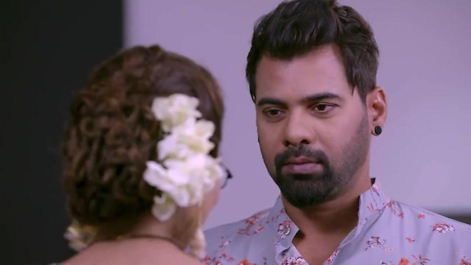 Shabbir Ahluwalia Grey Kurta And White Churidar Look Episode 1249