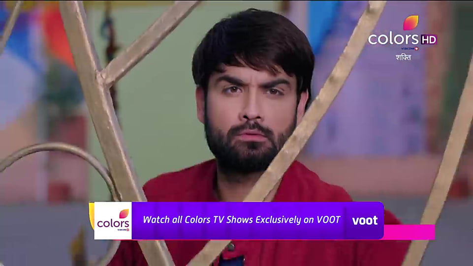 Vivian Dsena Blue T-shirt and Blue Jeans look, Promo Serial