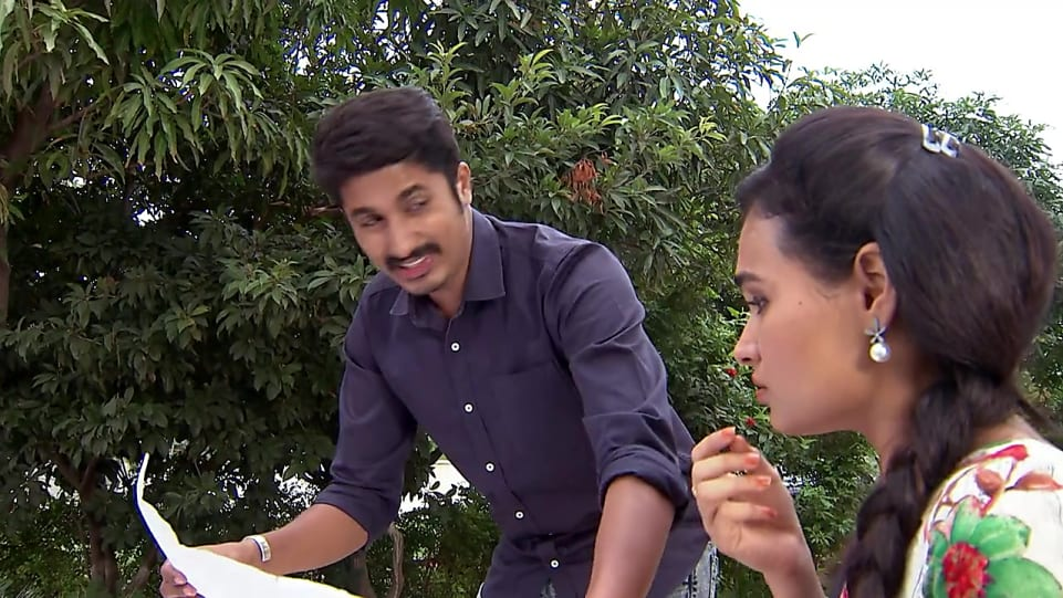 Chandra Rajeev Blue Shirt and Blue Jeans look, Episode 296