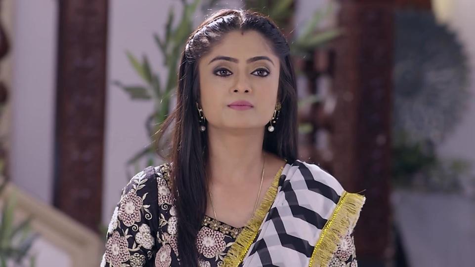 Rashmi Gupta Gold Chain matching with look from Episode 8, Guddan