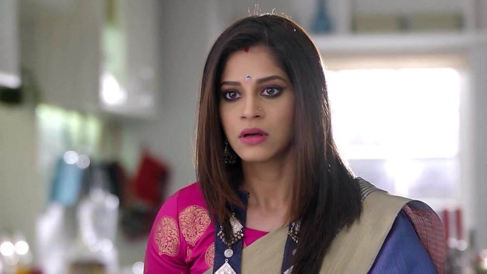 Shweta Mahadik Gold Watch matching with look from Episode 15, Guddan