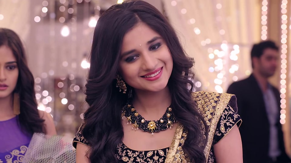 Kanika Mann Gold Kamarband Or Belly Chain matching with look from