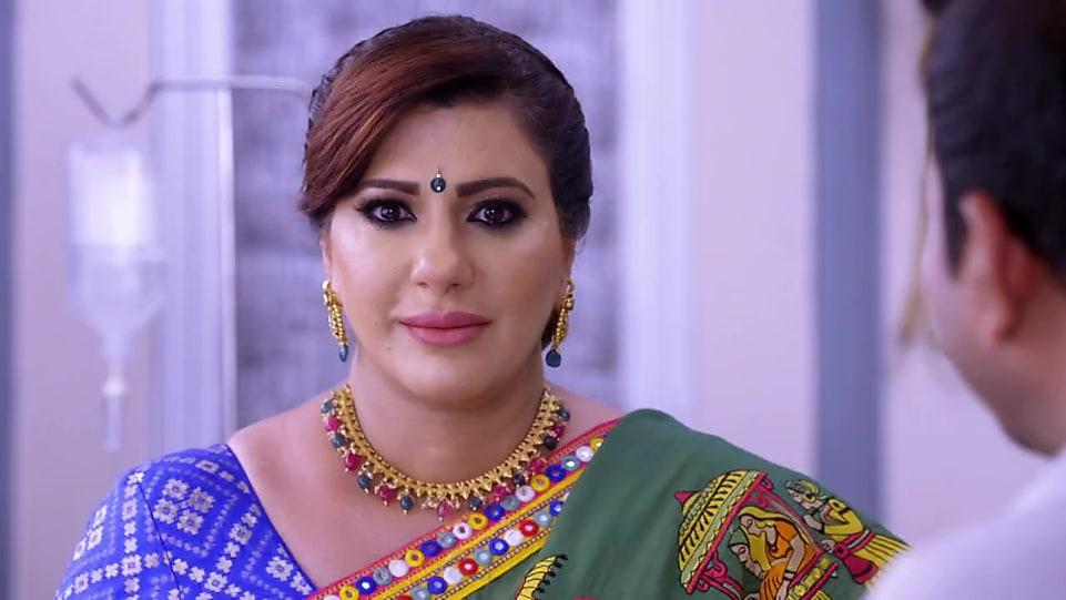 Anisha Hinduja White Blouse look Episode 543 style