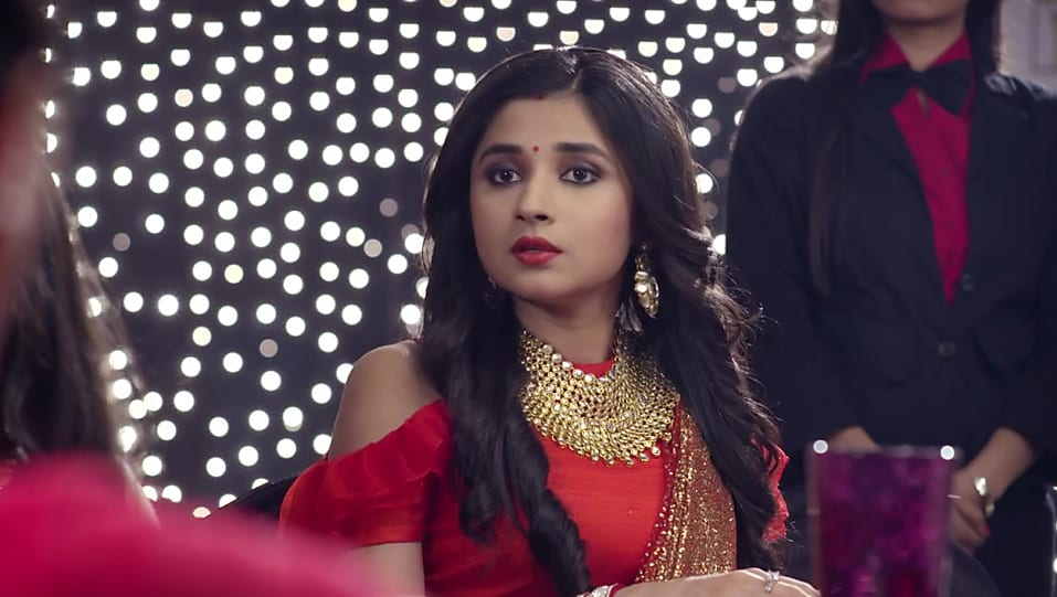Kanika Mann Gold Pendant matching with look from Episode 55, Guddan