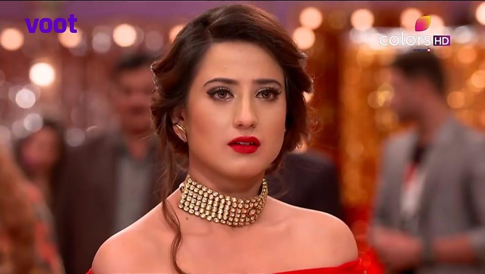 Aalisha Panwar Red Lehenga And Red Skirts Look Episode 188 Style