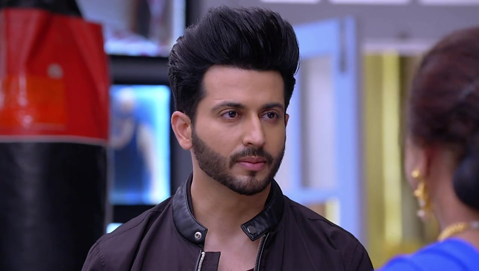 Dheeraj Dhoopar White Jeans look, Episode 525 style, Kundali