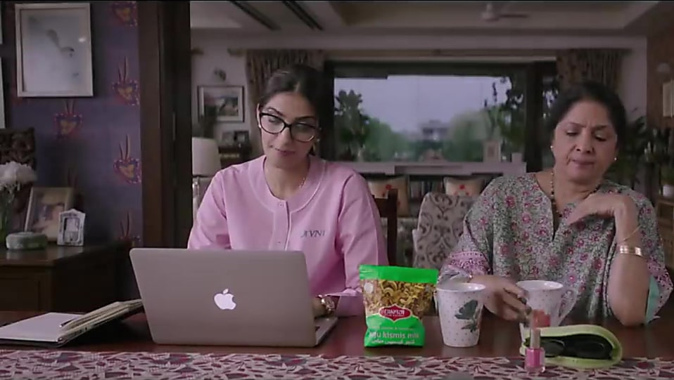 Watch Veere Di Wedding.Sonam Kapoor Silver Watch Matching With Look From Trailer