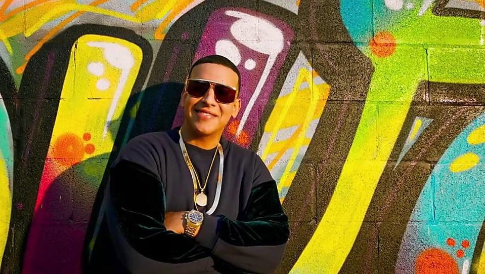7bb2b72bee9d0b Daddy Yankee Grey Sweatshirts and Grey Trackpants look