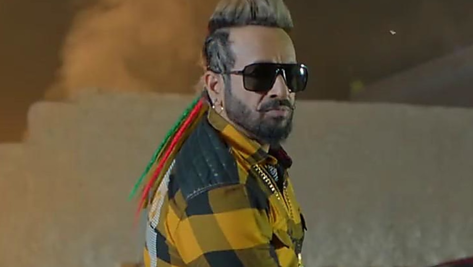 Jazzy B Gold Casual Shoes Matching With Look From One Million