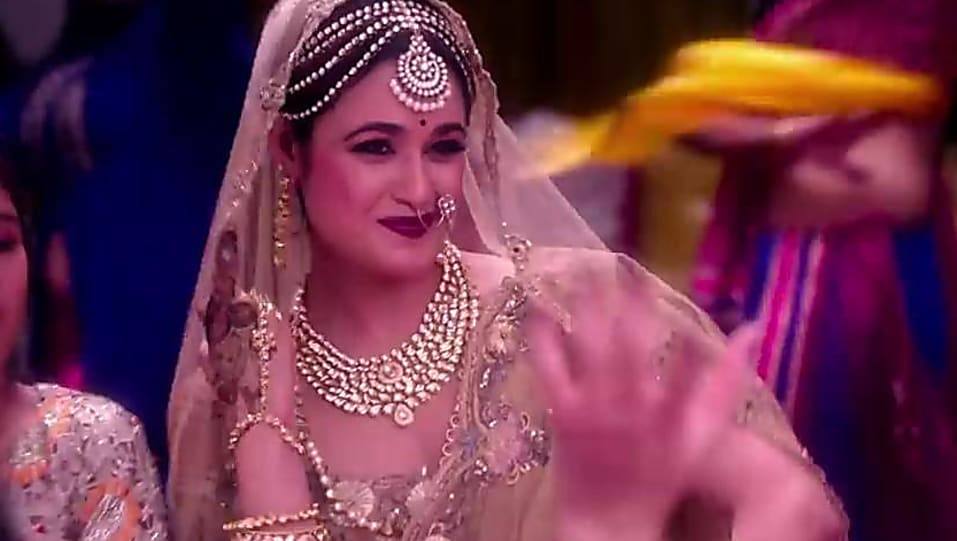 Veerey Ki Wedding.Yuvika Chaudhary Beige Saree Look Veerey Ki Wedding Style