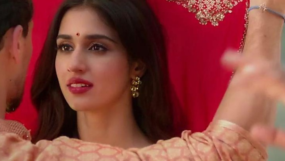 Disha Patani Red Saree Look Lo Safar Style Baaghi 2 Charmboard