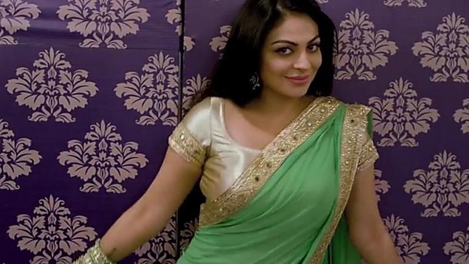 Neeru Bajwa Green Lehenga Look Beauty Parlor Style Jindua Charmboard