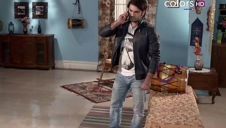 Vivian Dsena White T-shirt and Blue Jeans look, Episode 402