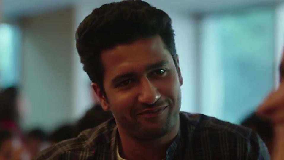 Vicky Kaushal White T-shirt and Blue Jeans look, Aashiyana