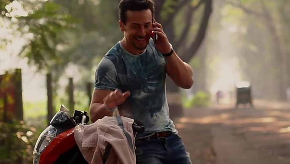 Tiger Shroff Blue T Shirt And Blue Jeans Look O Saathi Style