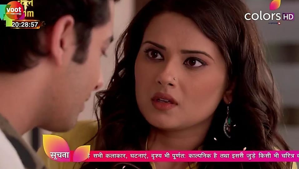 Kratika Sengar Silver Bali matching with look from Episode