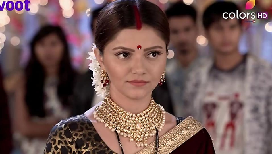 Rubina Dilaik Red Saree look Episode 423 style inspiration | Shakti