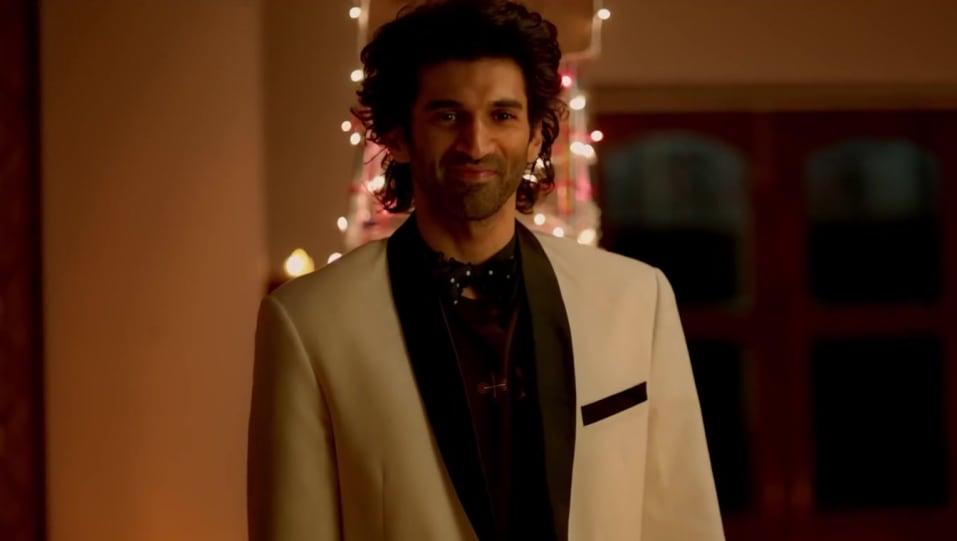 Celebrity Hairstyle Of Aditya Roy Kapur From Chal Ghar Chalen Malang 2020 Charmboard
