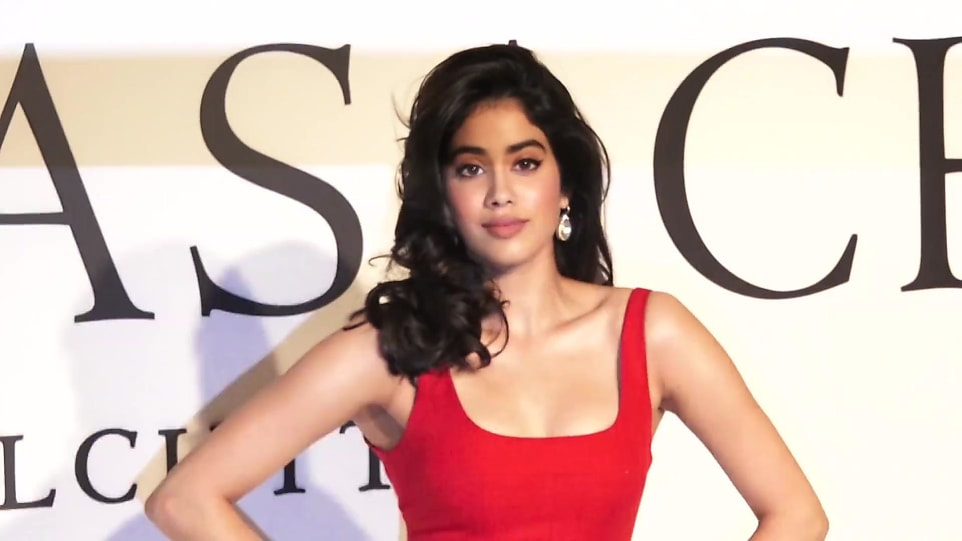 JHANVI KAPOOR AGE 2019 - Janhvi Kapoor at 64th Filmfare