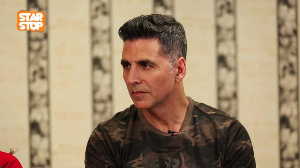 Celebrity Hairstyle Of Akshay Kumar From Kesari Parineeti Chopra Akshay Kumar B4u Entertainment 2019 Charmboard