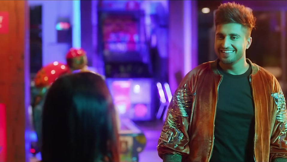 Jassi Gill Orange Jacket and Black Jeans look, Nikle Currant style