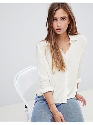 d9e5ca8c29 Selena Gomez White Shirt and Blue Shorts look