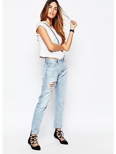 Katrina Kaif Grey Shirt and Blue Jeans look, Tu Hi Junoon ...