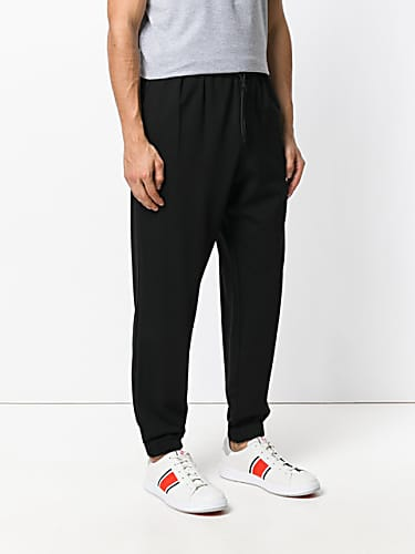 28667c96c39843 Daddy Yankee Black Sweaters and Black Trackpants look
