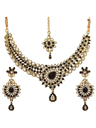 5342ba4073 Priya Raman Gold Necklace matching with look from Episode 249 ...