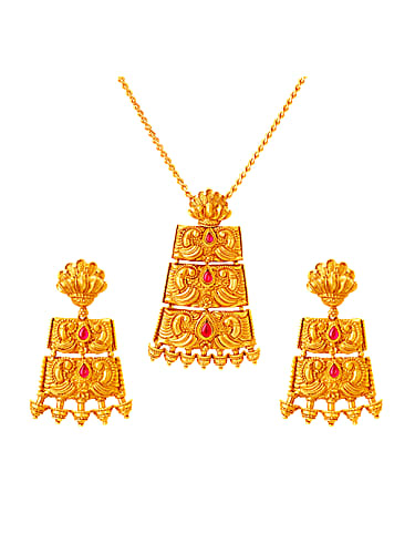 Tanishq Gold Necklace matching with look from Aao Manaaye Tanishq