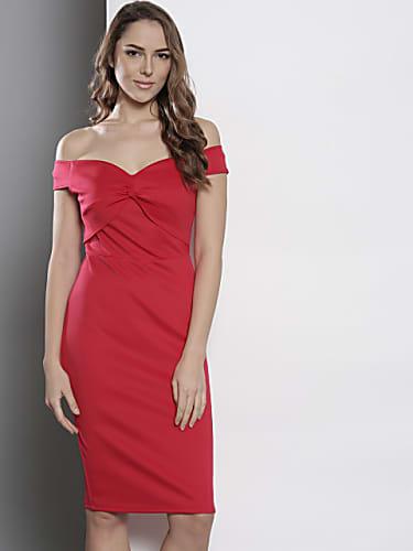 b48a62305beab Kareena Kapoor Khan Red Dress look Kareena Is All Excited For Myntra ...