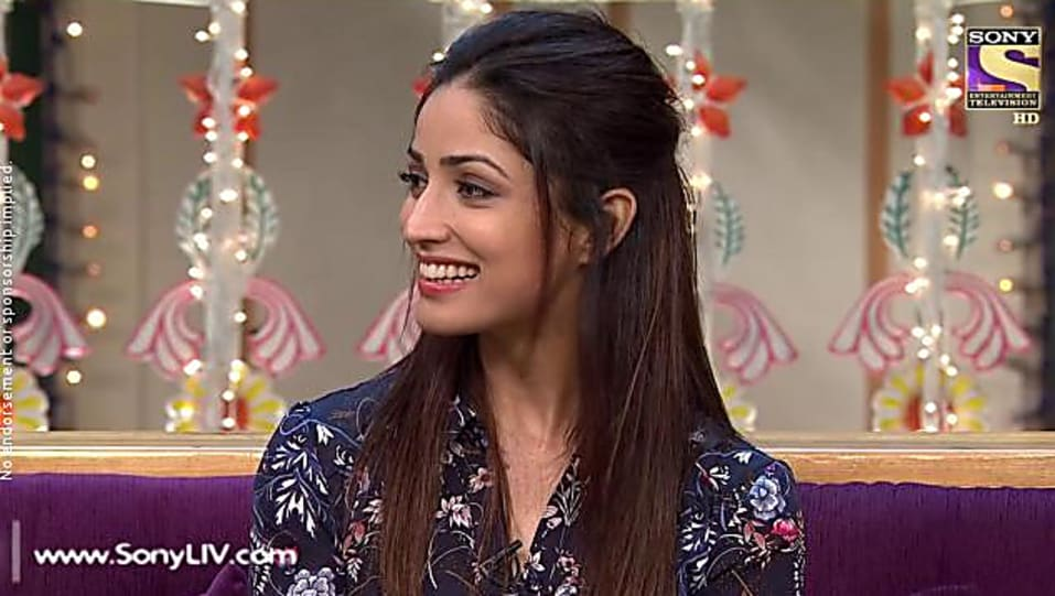 Yami Gautam Grey Shirt look, Episode 79 style, The Kapil Sharma Show