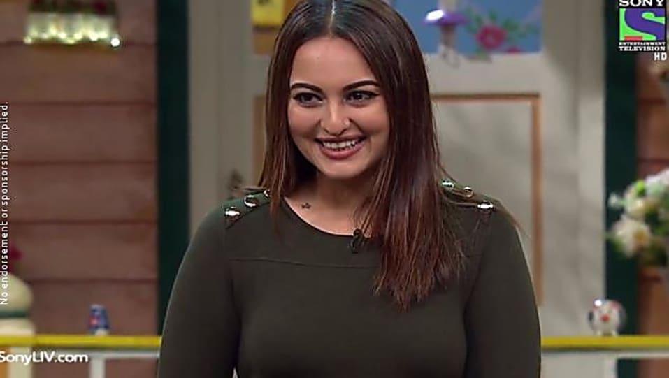 Sonakshi Sinha Green Dress look The Kapil Sharma Show