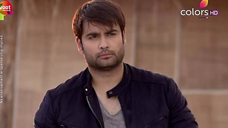 Vivian Dsena Grey Jacket and Blue Jeans look, Episode 250