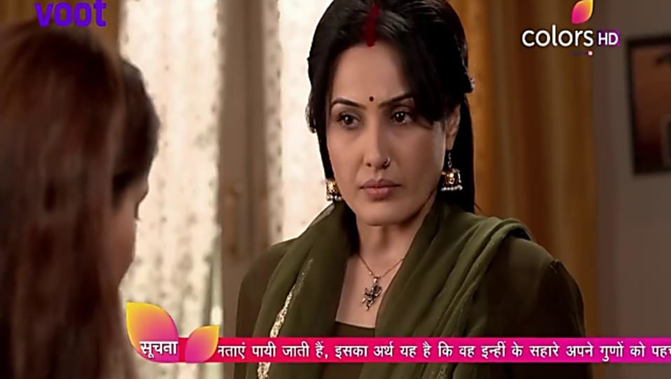 Preeto Harak Singh Gold Bangles matching with look from Episode 458