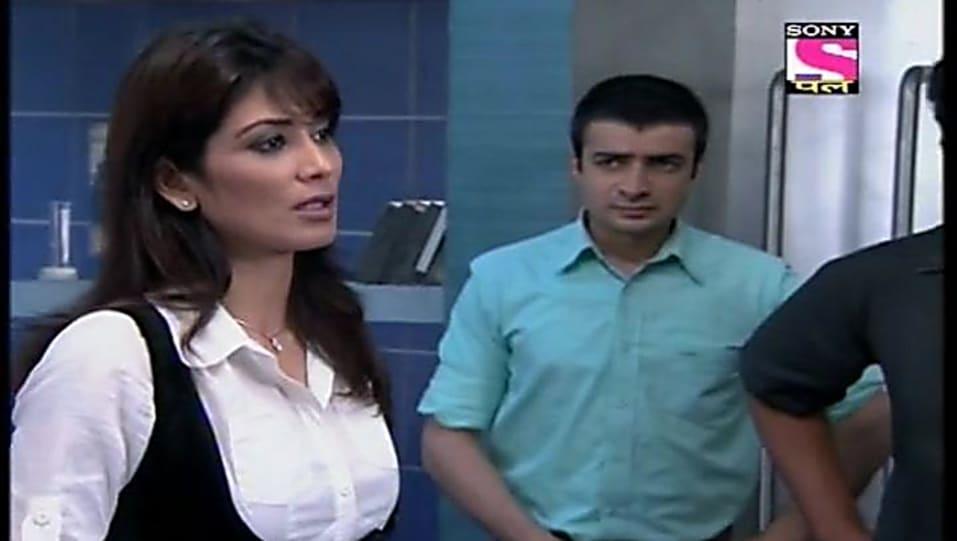 Vivek V Mashru Grey Jeans look, Episode 621 style, Cid