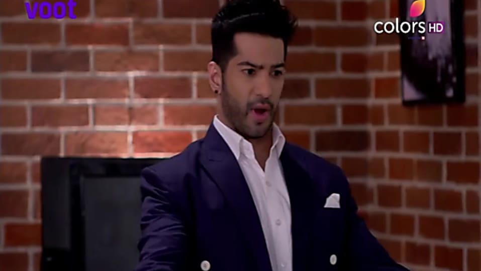 Amit Tandon Blue Blazer and Purple Trouser look, Episode 512