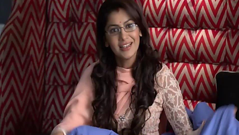 Sriti Jha Peach Kurta and Peach Patiala Pants look, Episode 1058