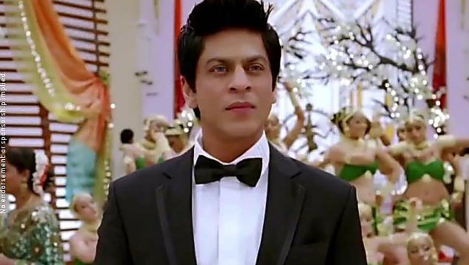 Shah Rukh Khan White Shirt Look Chammak Challo Style Inspiration