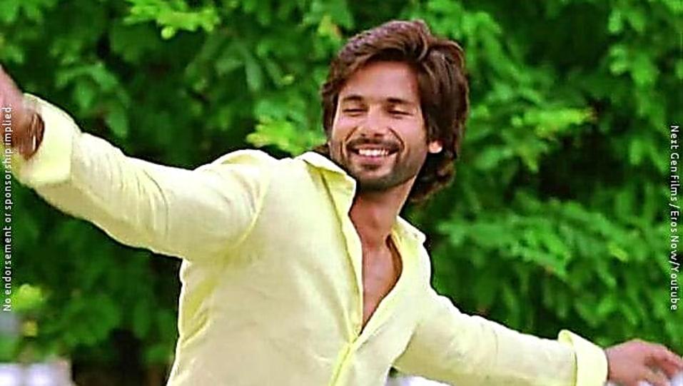 Shahid Kapoor Green Shirt And Brown Chinos Look Dhokha Dhadi Style