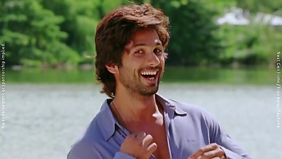 Shahid Kapoor Silver Bracelet Matching With Look From Dhokha Dhadi