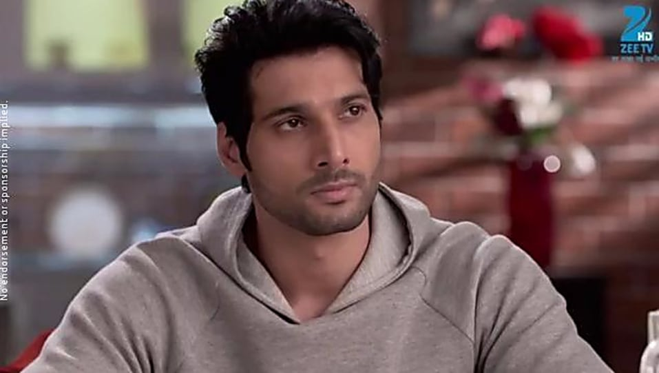 Aham Sharma Grey T-shirt and Blue Jeans look, Episode 25