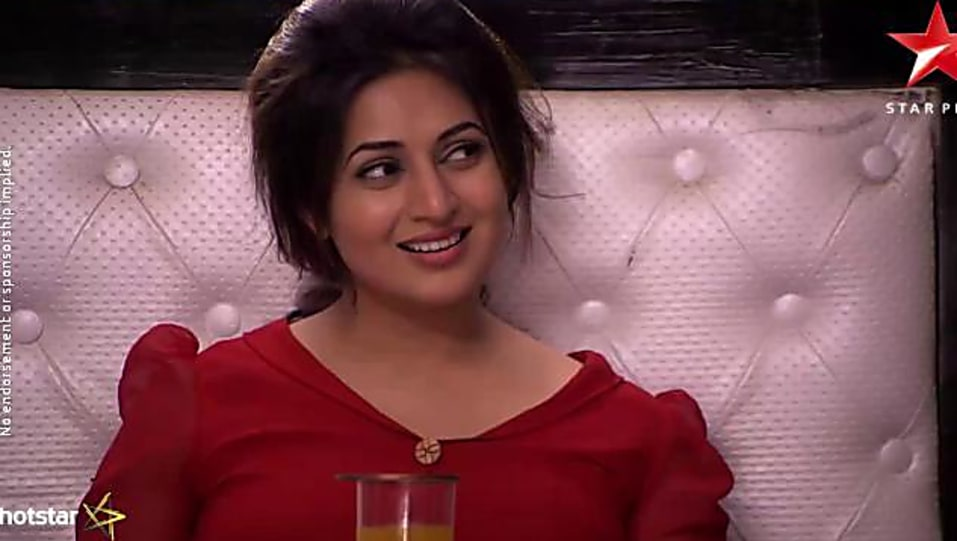Divyanka Tripathi Red Dress look Episode 1042 style