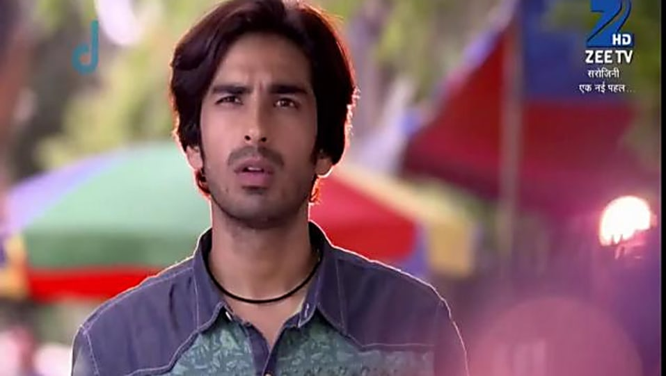 Mohit Sehgal Grey Shirt and Blue Jeans look, Episode 16