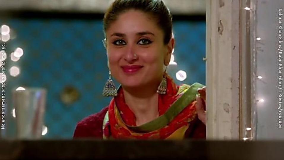1b3f0960ea2b7 Kareena Kapoor Khan Grey Nose Ring Or Pin matching with look from ...